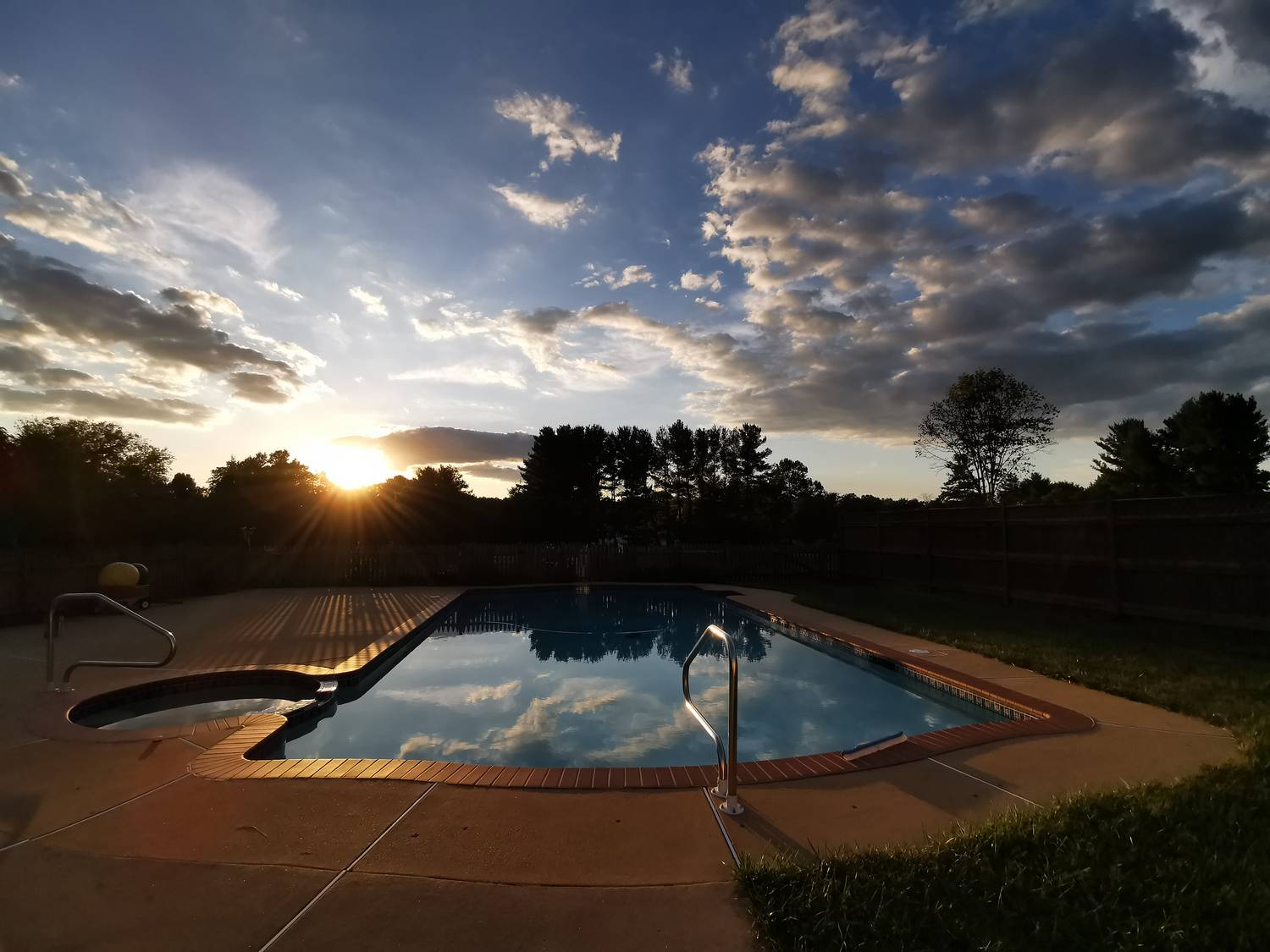 Sunset over the swimming pool. - Smartphone vs camera --  Why you need both. - Smartphone vs camera --  Why you need both., Sony RX100 M6, Huawei P30 Pro - Tony Karp, design, art, photography, techno-impressionist, techno-impressionism, aerial photography , drone , drones , dji , mavic pro , video , 3D printing - Books -