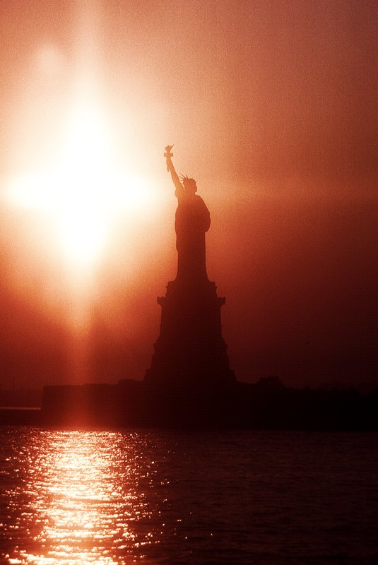 - Statue of Liberty - Custom-made 200mm diffusion lens - 1962 - Kodachrome - Tony Karp, design, art, photography, techno-impressionist, techno-impressionism, aerial photography , drone , drones , dji , mavic pro , video , 3D printing - Books -